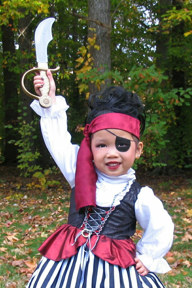 2011 10 31 Pirate Girl Outside (1) 4x6 upclose verticle